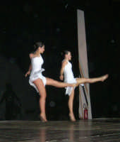 presso il Teatro Cielo d'Alcamo, il Saggio di danza, diretto da Rosanna Stabile - ARTE LIBERA - I Colori del mondo: LA PACE (foto 116)- 16 giugno 2007  - Alcamo (996 clic)