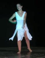 presso il Teatro Cielo d'Alcamo, il Saggio di danza, diretto da Rosanna Stabile - ARTE LIBERA - I Colori del mondo: LA PACE (foto 117)- 16 giugno 2007  - Alcamo (944 clic)