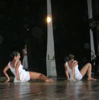 presso il Teatro Cielo d'Alcamo, il Saggio di danza, diretto da Rosanna Stabile - ARTE LIBERA - I Colori del mondo: LA PACE (foto 118)- 16 giugno 2007  - Alcamo (932 clic)