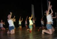 presso il Teatro Cielo d'Alcamo, il Saggio di danza, diretto da Rosanna Stabile - ARTE LIBERA - I Colori del mondo: LA PACE (foto 120)- 16 giugno 2007  - Alcamo (981 clic)