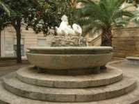 Piazza Lucatelli - fontana - 28 agosto 2009   - Trapani (2900 clic)