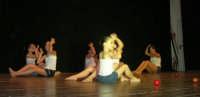 presso il Teatro Cielo d'Alcamo, il Saggio di danza, diretto da Rosanna Stabile - ARTE LIBERA - I Colori del mondo: LA PACE (foto 123)- 16 giugno 2007  - Alcamo (1061 clic)