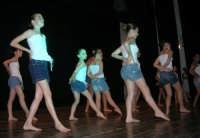 presso il Teatro Cielo d'Alcamo, il Saggio di danza, diretto da Rosanna Stabile - ARTE LIBERA - I Colori del mondo: LA PACE (foto 126)- 16 giugno 2007  - Alcamo (1049 clic)