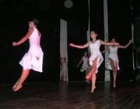 presso il Teatro Cielo d'Alcamo, il Saggio di danza, diretto da Rosanna Stabile - ARTE LIBERA - I Colori del mondo: LA PACE (foto 128)- 16 giugno 2007  - Alcamo (1196 clic)