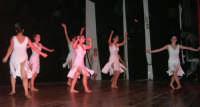 presso il Teatro Cielo d'Alcamo, il Saggio di danza, diretto da Rosanna Stabile - ARTE LIBERA - I Colori del mondo: LA PACE (foto 129)- 16 giugno 2007  - Alcamo (1020 clic)