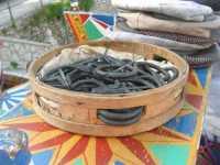 folclore: tamburello colmo di marranzani - coppole - 22 maggio 2009   - Erice (2515 clic)