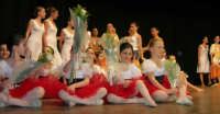 presso il Teatro Cielo d'Alcamo, il Saggio di danza, diretto da Rosanna Stabile - ARTE LIBERA - I Colori del mondo: LA PACE (foto 131)- 16 giugno 2007  - Alcamo (1119 clic)