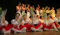 presso il Teatro Cielo d'Alcamo, il Saggio di danza, diretto da Rosanna Stabile - ARTE LIBERA - I Colori del mondo: LA PACE (foto 132)- 16 giugno 2007  - Alcamo (1022 clic)