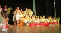 presso il Teatro Cielo d'Alcamo, il Saggio di danza, diretto da Rosanna Stabile - ARTE LIBERA - I Colori del mondo: LA PACE (foto 133)- 16 giugno 2007  - Alcamo (963 clic)