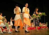 presso il Teatro Cielo d'Alcamo, il Saggio di danza, diretto da Rosanna Stabile - ARTE LIBERA - I Colori del mondo: LA PACE (foto 134)- 16 giugno 2007  - Alcamo (1216 clic)