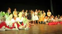 presso il Teatro Cielo d'Alcamo, il Saggio di danza, diretto da Rosanna Stabile - ARTE LIBERA - I Colori del mondo: LA PACE (foto 136)- 16 giugno 2007  - Alcamo (943 clic)