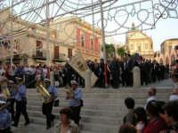 Festeggiamenti in onore di Maria SS. dei Miracoli - Patrona di Alcamo - Piazza Ciullo e Piazza Mercato - Cerimoniale della Calata - Discesa Al Santuario - 20 giugno 2006   - Alcamo (1589 clic)