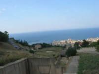 il panorama dallo spiazzo antistante la Chiesetta della Madonna di Fatima - 12 giugno 2007  - Castellammare del golfo (943 clic)