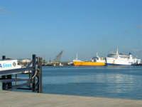 Il porto - 2 agosto 2005   - Trapani (1304 clic)