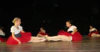 presso il Teatro Cielo d'Alcamo, il Saggio di danza, diretto da Rosanna Stabile - ARTE LIBERA - I Colori del mondo: LA PACE (foto 138)- 16 giugno 2007   - Alcamo (951 clic)