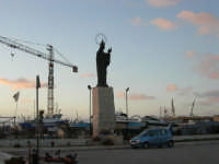 Porto: statua della Madonna Patrona della città - 21 dicembre 2008          - Trapani (1020 clic)
