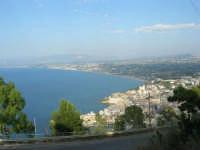 uno sguardo sul golfo dall'area attrezzata del Belvedere - 12 giugno 2007  - Castellammare del golfo (714 clic)