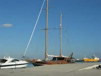 Il porto - 2 agosto 2005   - Trapani (1226 clic)