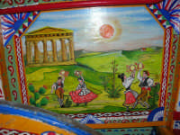 Festeggiamenti in onore di Maria SS. dei Miracoli - Patrona di Alcamo - Nel cortile interno del Castello dei Conti di Modica, in mostra il carretto siciliano interamente ristrutturato e dipinto dagli alunni dell'I.C. F.M. Mirabella durante l'anno scolastico 2005/2006 (particolare)- 20 giugno 2006   - Alcamo (1188 clic)