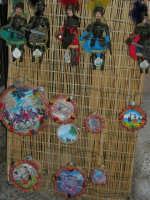 Esposizione di pupi siciliani e tamburelli - 2 agosto 2005  - Erice (2095 clic)