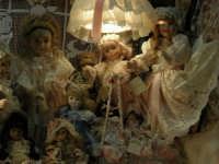 Bambole in vetrina - 2 agosto 2005  - Erice (1697 clic)