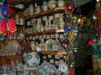 Pupi siciliani e ceramiche - 2 agosto 2005  - Erice (2163 clic)