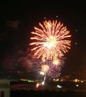 Festeggiamenti in onore di Maria SS. dei Miracoli - Patrona di Alcamo - C/da Sasi - Spettacolo di Giochi Pirotecnici - 21 giugno 2006   - Alcamo (1302 clic)