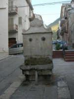 Cannolu Novu: la fontanella in via Gen. Michele Di Gaetano, già via Macina - 12 giugno 2007   - Castellammare del golfo (938 clic)