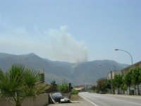 Il Monte Inici brucia! L'incendio visto da Alcamo Marina - 23 giugno 2006   - Castellammare del golfo (946 clic)