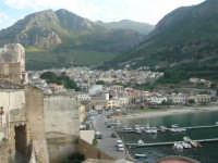 vista dal ponte: il porto, la città e la montagna - 12 giugno 2007   - Castellammare del golfo (726 clic)