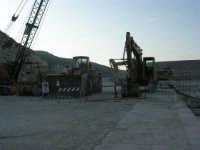 lavori in corso al porto - 14 giugno 2007   - Castellammare del golfo (620 clic)