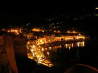 Sabato sera, uno sguardo sul porto - 22 ottobre 2005  - Castellammare del golfo (1382 clic)