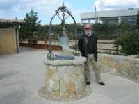 C.da Valle Nuccio - Visita al maneggio de Lo Sperone - Il pozzo - 19 febraio 2006  - Alcamo (1445 clic)