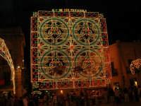 Festeggiamenti in onore di Maria SS. dei Miracoli - Patrona di Alcamo - Piazza Ciullo - Illuminazione straordinaria - 19 giugno 2006   - Alcamo (1227 clic)