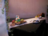 Nell'approssimarsi della Commemorazione dei Morti, per ricordarci delle nostre tradizioni, all'interno del Castello Arabo Normanno, il 22 e 23 ottobre 2005, la 1ª Mostra di la Marturana e di li Pupi i zuccaru, organizzata dall'Associazione Commercianti ed Artigiani di C/mare con il patrocinio del Comune e la partecipazione delle scuole - 22 ottobre 2005  - Castellammare del golfo (2610 clic)
