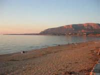 La spiaggia e il mare - 1 maggio 2005  - Trappeto (5344 clic)