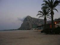 La spiaggia all'imbrunire in una domenica invernale: che nostalgia dell'estate! - 19 febbraio 2006   - San vito lo capo (1739 clic)