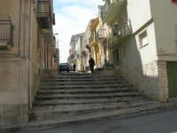 a spasso per la città: la gradinata della via Cernaia, dalla quale si scende in via Plutarco - 6 giugno 2007  - Alcamo (778 clic)
