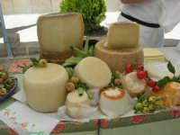 Sagra delle ciliege - i formaggi - 17 giugno 2007  - Chiusa sclafani (1798 clic)