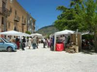 Sagra delle ciliege - gli stand in piazza Castello - 17 giugno 2007  - Chiusa sclafani (1726 clic)