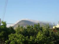 Monte Bonifato al mattino . . . sotto la coperta - 22 maggio 2008  - Alcamo (740 clic)