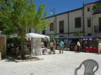 Sagra delle ciliege - gli stand in piazza Castello - 17 giugno 2007  - Chiusa sclafani (1658 clic)