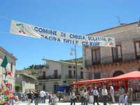 Sagra delle ciliege - gli stand in piazza Castello - 17 giugno 2007  - Chiusa sclafani (1672 clic)