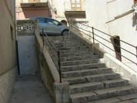 a spasso per la città: gradinata che sale alla via Dante dalla via Plutarco - 6 giugno 2007  - Alcamo (799 clic)