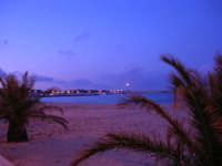 Dalla spiaggia, guardando verso il faro - 19 febbraio 2006   - San vito lo capo (2788 clic)