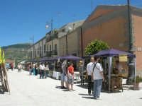 Sagra delle ciliege - gli stand in piazza Castello - 17 giugno 2007  - Chiusa sclafani (1684 clic)