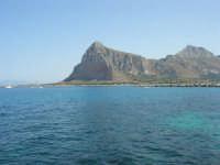 mare stupendo oltre il porto, sulla strada che porta al faro - Monte Monaco - 23 agosto 2008   - San vito lo capo (492 clic)