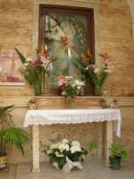 Discesa al Santuario - interno della cappella dedicata alla Madonna dei Miracoli - 24 aprile 2006  - Alcamo (1098 clic)