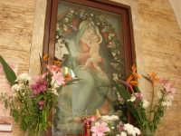 Discesa al Santuario - interno della cappella dedicata alla Madonna dei Miracoli - 24 aprile 2006  - Alcamo (1428 clic)