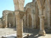 a spasso per la città: in piazza Libertà la ex Chiesa della SS. Annunziata - 6 giugno 2007  - Alcamo (1090 clic)